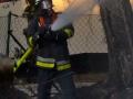 Hölzrner Anbau von Lagerhalle brennt nieder Foto: Dominick Waldeck