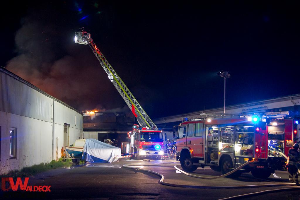 Werkstatt Norderstedt 20 05 2016 kfz werkstatt steht in vollbrand waldeck fotografie