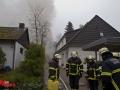 Carportbrand in Hamburg Bergstedt. 2 PKW ausgebrannt. Schaumeinsatz der Feuerwehr Foto: Dominick Waldeck