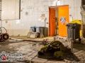 Aus bislang unbekannter Ursache geriet ein Probenraum in einem alten Bunker in Brand. Die Feuerwehr erhöhte auf die 2. Alarmstufe und war mit ca. 40 Einsatzkräften vor Ort. Das Feuer wurde mit einem C-Rohr bekämpft. Schwierig war der Rauchabzug aus dem Bunker, was auch die Brandbekämpfung erschwerte. Nachdem das Feuer gelöscht war, wurde das Gebäude mit einem Be- und Entlügtungsgerät entraucht. Verletzt wurde zum Glück niemand. Foto: Dominick Waldeck