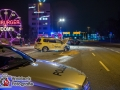 Es ist kurz nach Mitternacht als ein Taxifahrer auf der B4/B75 in Hamburg Rothenburgsort an einer Busampel anhält. Die Ampel zeigt Halt. Plötzlich fährt der Taxifahrer aber los. Ein VW Golf, der grün hatte, kann nicht mehr bremsen. Es kommt zur Kollision. Der Texifahrer wird nur leicht verletzt und kann den Rettungswagen selbst betreten. Der 22-jährige Fahrer des Golfes erleidet eine Handgelenkfraktur und muss in ein umliegendes Krankenhaus befördert werden. Sein Beifahrer wird ebenfalls leicht verletzt. Foto: Dominick Waldeck