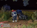 Gegen 23:30 Uhr geriet ein Familienvater mit seinem Nissan aus bislang ungeklärter Ursache nach links von der Harksheier Straße. E war in Richtung Norderstedt unterwegs. Das Auto prallte gegen einen Baum und wurde schwer beschädigt. Hingegen erster Meldung war glücklicherweise keiner der Insassen eingeklemmt. Die zwei Kinder wurden leichtverletzt, die Mutter schwer. Der Vater kam mit kleineren Blessuren davon. Die Feuerwehr war mit einem Großaufgebot vor Ort. Foto: Dominick Waldeck