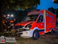 Bei einem schweren Verkehrsunfall mit einem Rettungswagen der Feuerwehr Hamburg wurden heute 5 Menschen verletzt. Der Rettungswagen war gerade mit einer Schwangeren, sowie ihren Eltern, auf dem Weg in das Krankenhaus Barmbek, als es  zur Kollision kam. Auf der Kreuzung Saarlandstraße/Jahnring krachte ein Golf in den Rettungswagen, sodass dieser umstürzte. Die Fahrerin des Golfs musste schonende aus ihrem PKW befreit werden. Ebenso wurde die Schwangere durch die angerückten Retter versorgt und in ein Krankenhaus transportiert. Die Schuldfrage wird derzeit noch von der Polizei geklärt. Foto: Dominick Waldeck