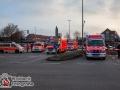 Unfall zwischen PKW und Organtransporter auf Sonderrechtsfahrt. Beide PKW Fahrer leicht verletzt.Drei Fußgänger ebenfalls verletzt. Einer davon schwer. Schwarzer Audi hatte Sonderrechte nicht wahrgenommen. Foto: Dominick Waldeck