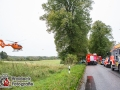 Auf der Hamburger Straße/B75 in Ahrensburg-Wulfsdorf kam es am Samstagvormittag zu einem schweren Verkehrsunfall, bei dem sieben Menschen verletzt wurden. Zwei PKW kollidierten auf regennasser Straße frontal. Die Fahrer wurden in den Wracks eingeklemmt und musste von der Feuerwehr befreit werden. Zwei Rettungshubschrauber und mehrere RTWs waren vor Ort um die Verletzten zu versorgen. Die Hamburger Straße wurde für mehrere Stunden voll gesperrt. Foto: Dominick Waldeck