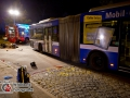 20.09.2016 ca. 23 Uhr - Hamburg-Wandsbek Stein-Hardenberg-Straße. Schwerer Verkehrsunfall zwischen Motorrad und Linienbus am Bahnhof Tonndorf. Bus bog nach ersten Erkenntnissen nach links ab und übersah Motorradfahrer. Dieser war vermutlich zu schnell unterwegs. Es kam zur Kollision. Der Motorradfahrer war sofort tot. Die Helfer der nahegelegenen Feuerwache Wandsbek konnten nichts mehr für das Opfer machen. Straße wurde stadtauswärts gesperrt. Verkehrsunfalldienst ermittelt. Zeugen werden durch Notfallseelsorger betreut. Foto: Dominick Waldeck