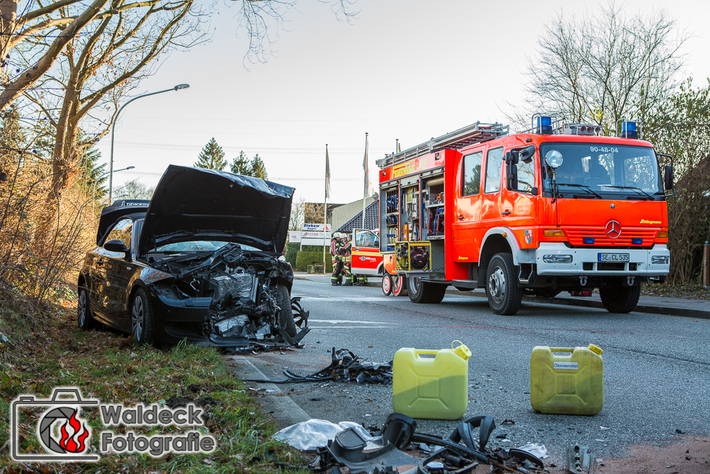 28.11.2016 ca 13:15 Uhr - Norderstedt - Schwerer Verkehrsunfall mit Klemmer 3 Verletzte