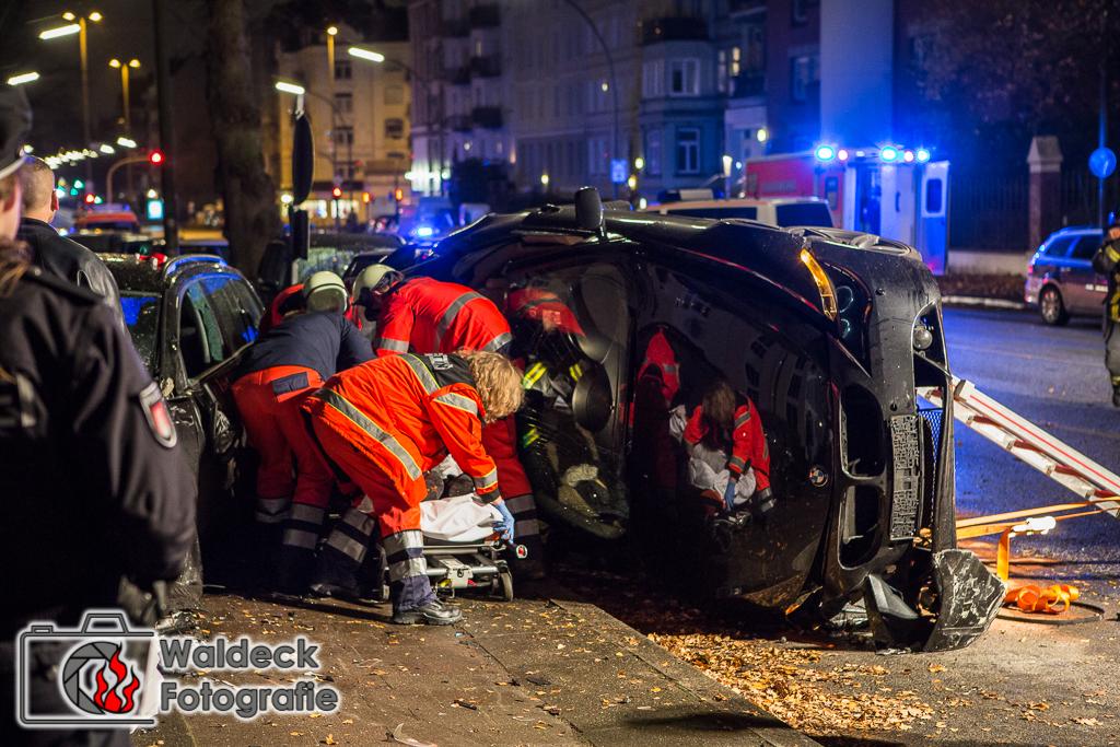 27.11.2016 01 Uhr- Hamburg-Eppendorf - Raserunfall auf Tarpenbekstraße Fahrer flüchtig