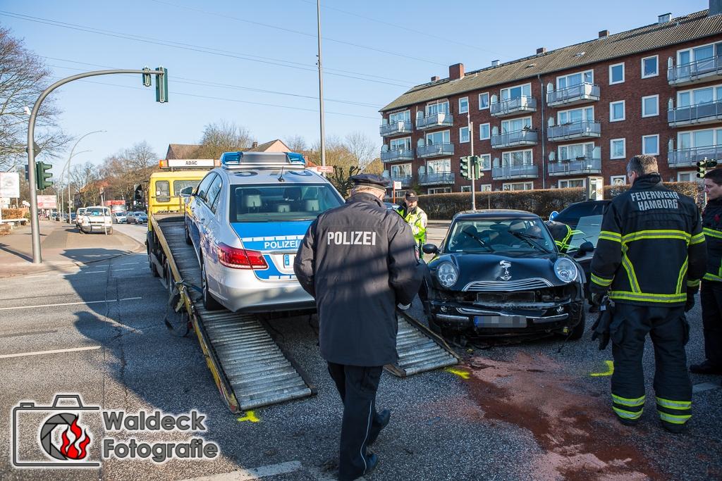 27.01.2017 - 09:20 Uhr - Streifenwagen verunglückt auf Alarmfahrt - 2 Verletzte