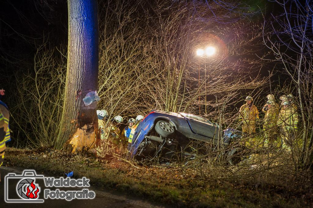 10.01.2017 19Uhr - Bargfeld-Stegen B75 - PKW knallt gegen Baum - Fahrer tot
