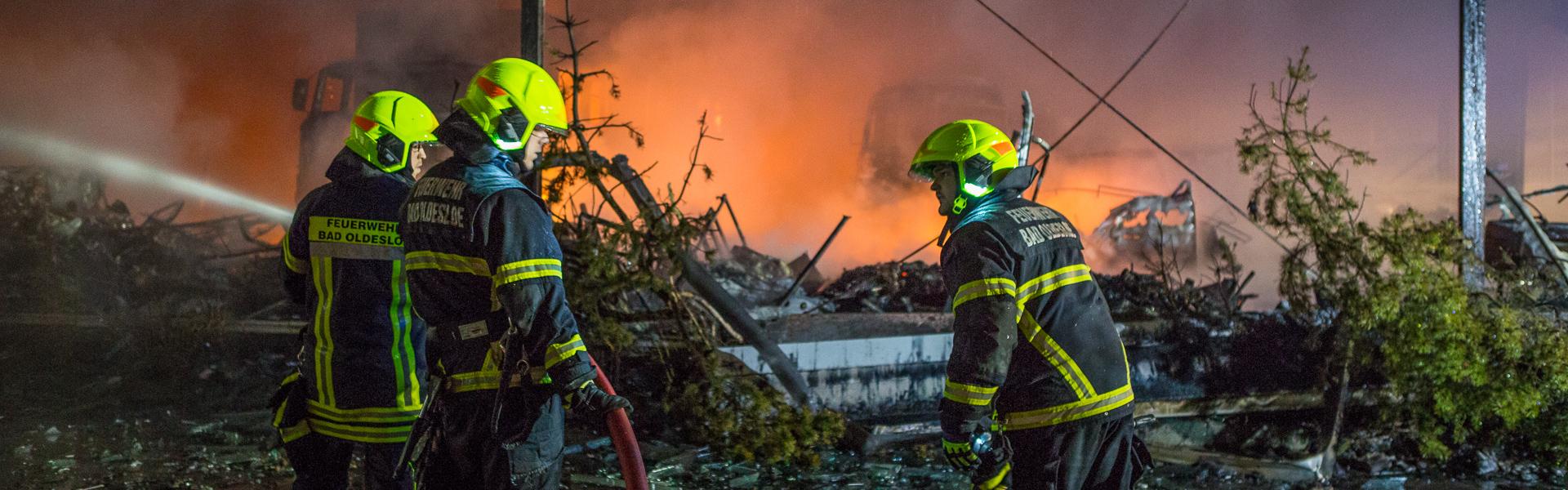 19.03.2017 – Großbrand zerstört Oldtimer-Lagerhalle in Reinfeld