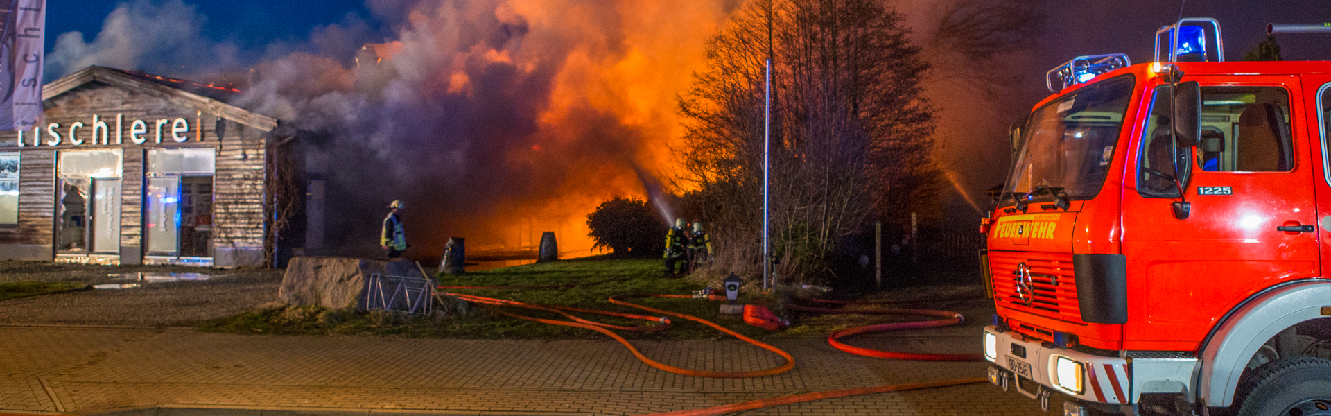 21.03.2017 – Tischlerei brennt in Bargteheide nieder