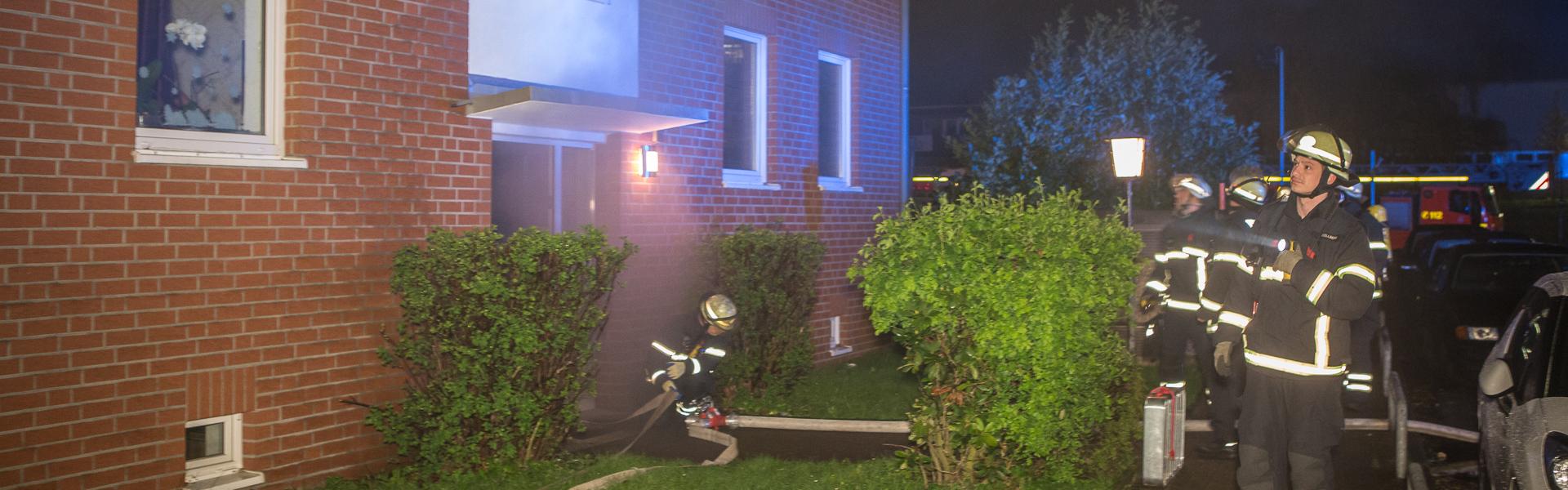 16.04.2017 – Feuerwehr rettet Anwohner aus verrauchtem Treppenhaus