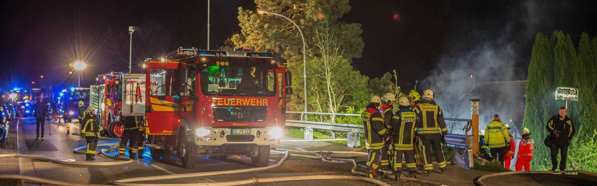 25.04.2017 – Carportbrand in Escheburg greift auf Wohnhaus über