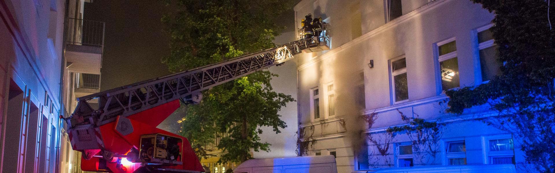 03.06.2017 – Feuerwehr rettet 15 Personen aus verrauchtem Wohnhaus