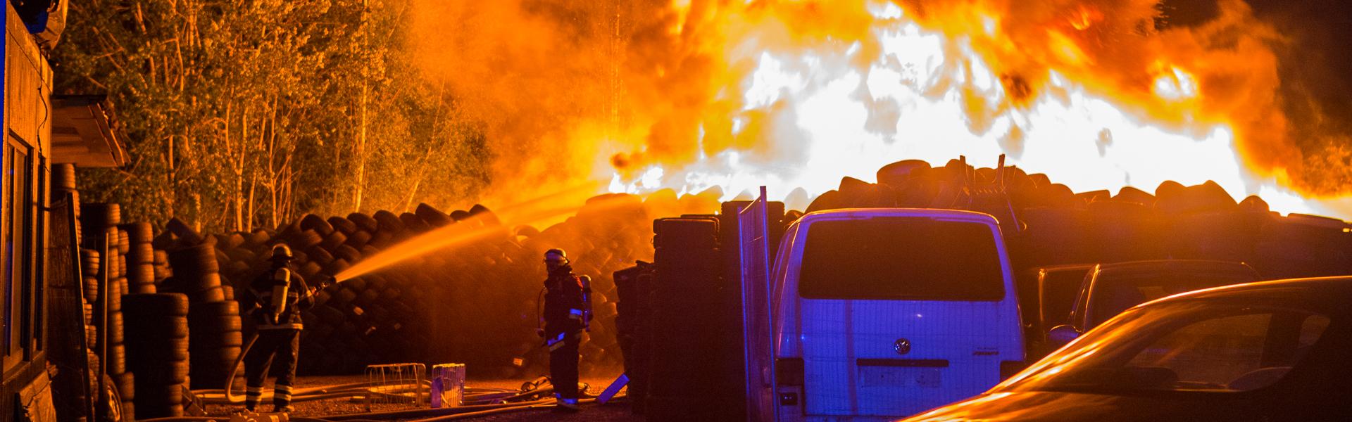 07.07.2017 – Großfeuer zerstört Reifenlager in Hamburg-Wandsbek