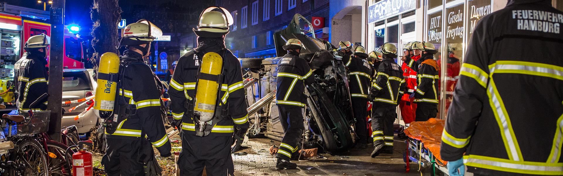 26.11.2017 – Überschlag Unfall am Winterhuder Marktplatz