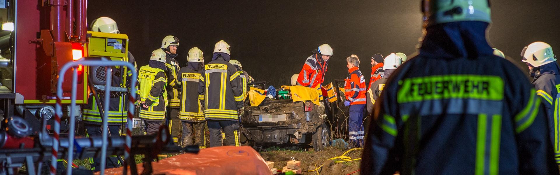 12.01.2017 – Schwierige Rettung nach Verkehrsunfall in Appen(PI)