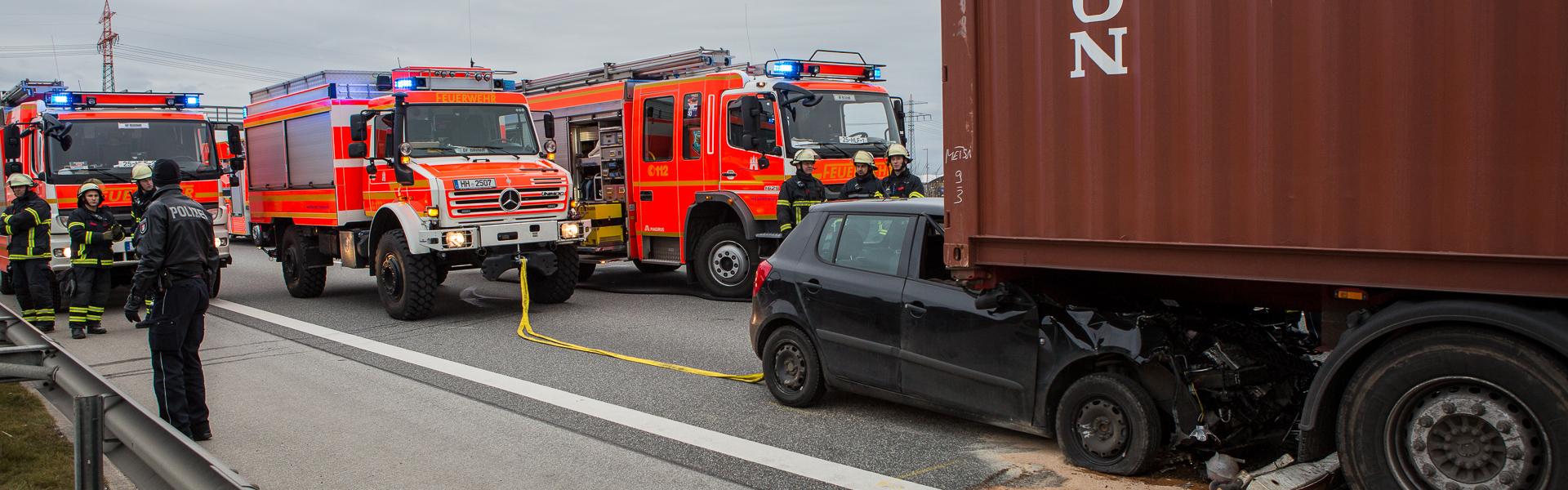 16.03.2018 – Schwerer Unfall mit LKW im Dreieck Süd-Ost