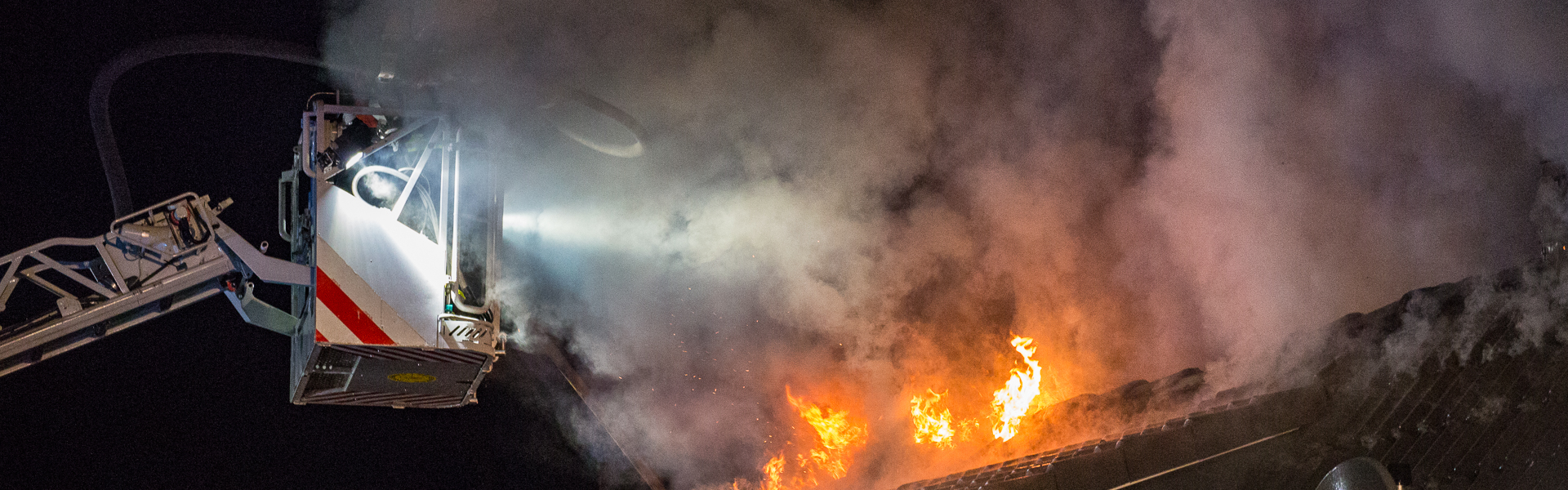 02.06.2018 – Dachstuhlbrand zerstört Zweifamilienhaus in Langenhorn