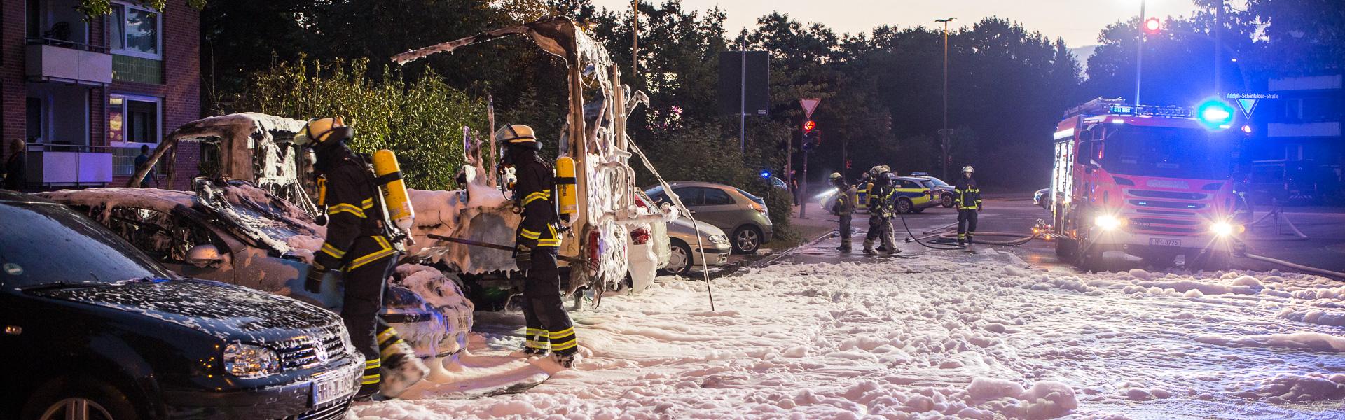 25.07.2018 – Wohnmobil und drei PKWs brennen aus
