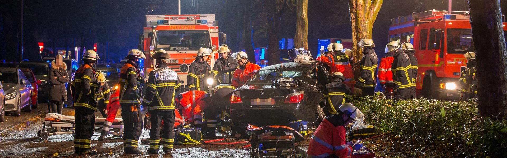 13.10.2019 – mutmaßliches Rennen endet in schwerem Verkehrsunfall