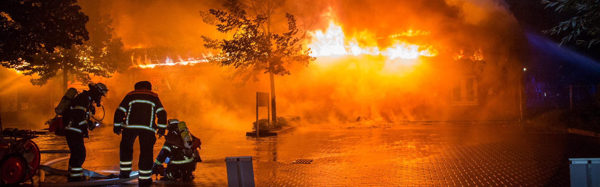 05.07.2020 – Müllcontainerbrand entwickelt sich zum Großbrand