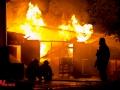 Hamburg; 24.05.2016; Eidelstedt Holsteiner Chaussee; Schuppenbrand breitet sich auf Teile einer Lagerhalle/Gewerbebetrieb aus. Mehrere Feuerwehren im Einsatz. Massive Brandbekämpfung. Foto: Dominick Waldeck