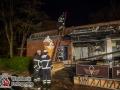 In den frühen Morgenstunden des 22. April kam es zu mehreren Feuermeldungen im Langenhorner Raum. Zuerst brannte ein Wohnmobil und ein Müllunterstand in der Straße Tweeltenbek. Ein weiteres Kfz wurde ebenfalls beschädigt. Kurze Zeit später brannten Außenmöbel einer Eisdiele am Holitzberg. Durch die Hitze zersprangen die Scheiben und das Feuer fraß sich durch das Innere des Eis Cafes KULT. Es entstand ein enormer Sachschaden. Auf dem Gelände des nahegelegen Krankenhaus Heidberg setzten unbekannte Täter einen Wäschesack auf dem Gehweg in Brand. Eine eingeleitete Sofortfahndung blieb ohne Erfolg. Foto: Dominick Waldeck
