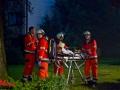 12.08.2016 ca. 21:00 Uhr Fuhlsbüttler Straße Wohnungsbrand im 4. OG mit Flammenüberschlag in 5. OG. 35 Menschen aus Hochhaus evakuiert. 4 Person verletzt in ein Krankenhaus. 1 Person tot aus Brandwohnung geborgen. 2C-Rohre im Innenangriff und 2C-Rohre im Außenangriff. ca. 60 Feuerwehrleute im Einsatz. Foto: Dominick Waldeck