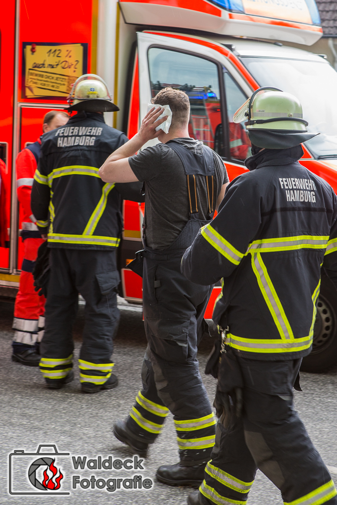 11.06.2017 – Feuerwehrmann wird bei Einsatz verletzt