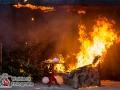 Die Feuerwehr Hamburg präsentierte die Brandgefahren in der Weihnachtszeit. Binnen weniger Sekunden hatte sich der Entstehungsbrand im Tannenbaum auf das restliche Mobiliar im Raum ausgeweitet. Ein eigenständiger Löschversuch ist dann nur schwer möglich. Jan Ole Unger von der Feuerwehr Hamburg gibt folgende Tipps: Tannebaum sicher aufstellen, Nur nicht brennbaren Baumschmuck verwenden, Kerzen nicht unbeobachtet brennen lassen, Löschmittel bereithalten, Bei Feuer über Notruf 112 Feuerwehr alarmieren. Foto: Dominick Waldeck