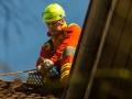 Taube von Höhenretter vom Erker gerettet Foto: Dominick Waldeck