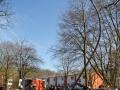 PKW gegen Laterne in Berne - 1 Person schwer verletzt und eingeklemmt