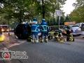 Schwerer VU zwischen zwei PKW. Ein PKW landet auf Seite. 3 Leichtverletzte Insassen ins Krankenhaus. Straße voll gesperrt. Foto: Dominick Waldeck