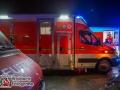Ein Litauischer Autotransporter rammte am Freitagabend zwei Fahrzeuge von der Bundesautobahn 1 kurz vor der Raststätte Buddikate. Der LKW kollidierte aus bislang ungeklärter mit einen VW Sharan, der wiederum einen Opel Corsa traf. Beide PKW flogen von der Fahrbahn und rammten ein Haus am Straßenrand. Die Fahrer der PKWs wurden zum Glück nur leicht verletzt und wurden vom Rettungsdienst behandelt. Wie es zu dem Unfall kam ist bislang noch unklar. Die Polizei hat die Ermittlungen aufgenommen. Ob es an der Glätte auf der Fahrbahn lag ist derzeit nicht auszuschließen. Foto: Dominick Waldeck