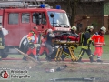 Aus bislang unbekannter Ursache kam es auf der Orstumgehung Siek zu einem tödlichen Verkehrsunfall. Eine Mercedes E-Klasse kollidierte frontal mit einem BMW M6. Der BMW fing sofort Feuer und brannte vollständig aus. Der Fahrer konnte sich schwerverletzt aus dem brennendem Wrack retten. Für den Beifahrer kam jede Hilfe zu spät. Die drei Insassen im Mercedes wurden ebenfalls verletzt und mussten in ein Krankenhaus. Unter anderem wurden dazu zwei Rettungshubschrauber aus Hamburg eingesetzt. Die Ortsumgehung wurde für mehrere Stunden gesperrt. Foto: Dominick Waldeck