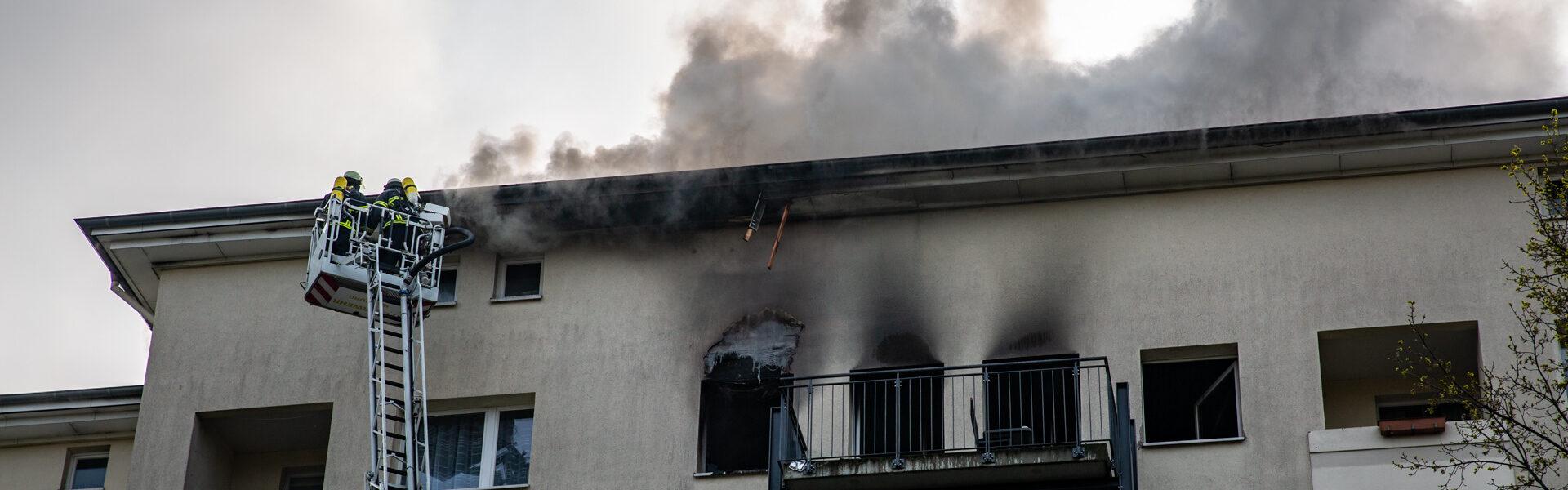02.05.2021 – Wohnungsbrand greift auf Dachstuhl über