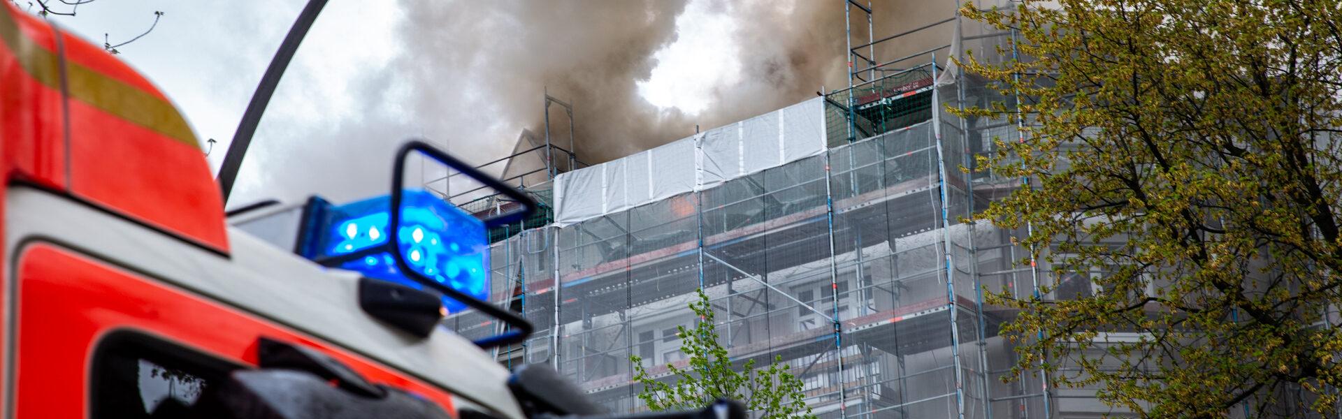 12.05.2021 – Dachstuhlbrand in Eimsbüttel